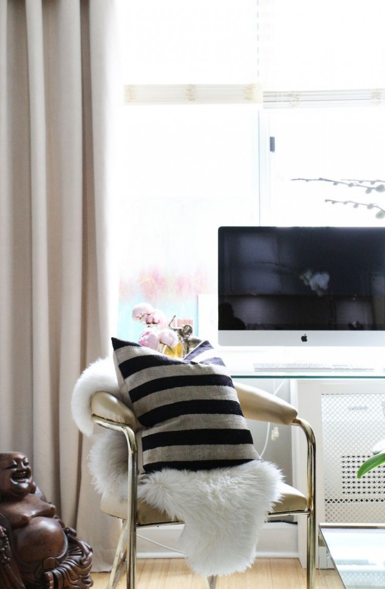 The Everygirl Victoria Solomon NYC Apartment Tour Office(1)