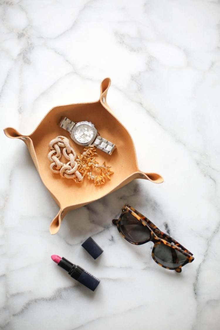 theeverygirl-diy-leather-catchall-3