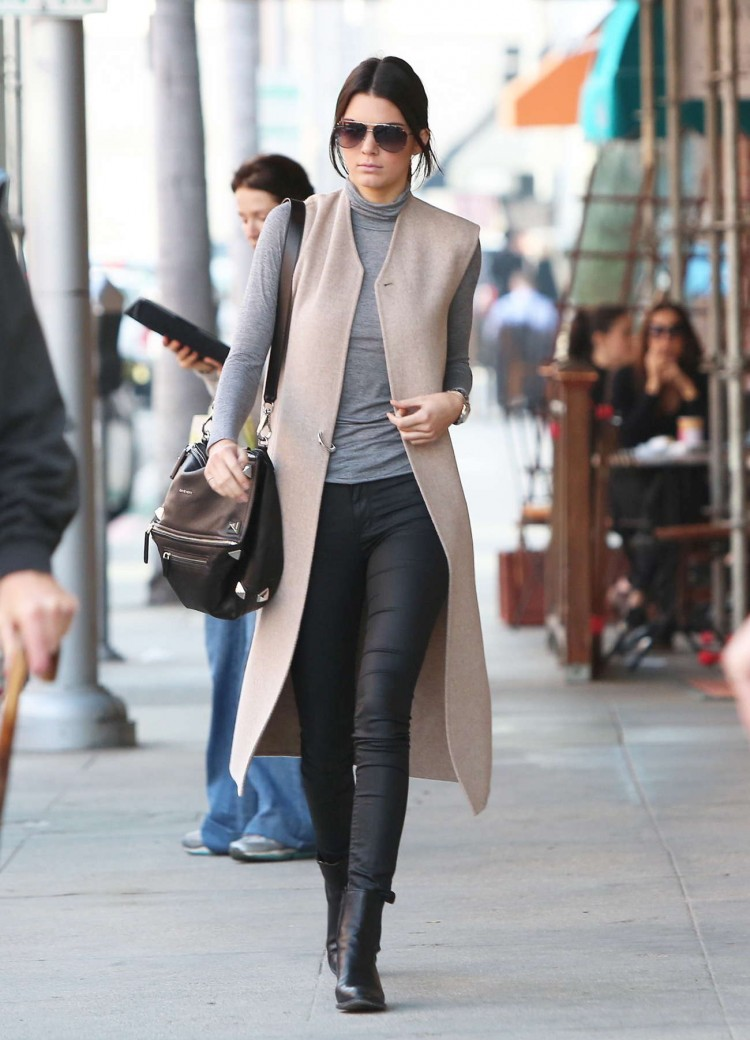camel-trench-coat-Kendall-Jenner
