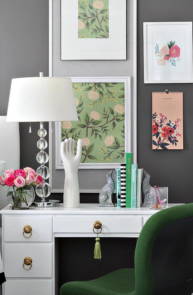 bedroom-desk-art